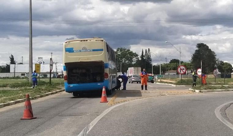 BA: Ônibus da Viação Novo Horizonte quebra e trava o trânsito no Anel Viário de Vitória da Conquista