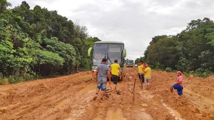 AM: Viagem entre Manaus e Humaitá pela BR-319 segue na lama