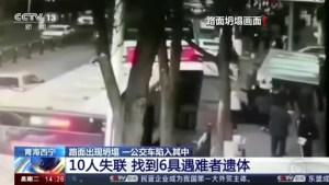 China: Cratera se abre e engole ônibus deixando 6 mortos e 16 feridos