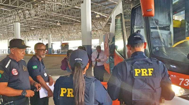 Recife: Passageiros de ônibus são orientados sobre trabalho escravo no TIP