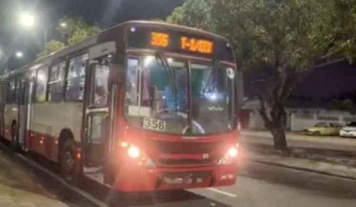 Motorista de ônibus acaba baleado em tentativa de assalto em Manuas