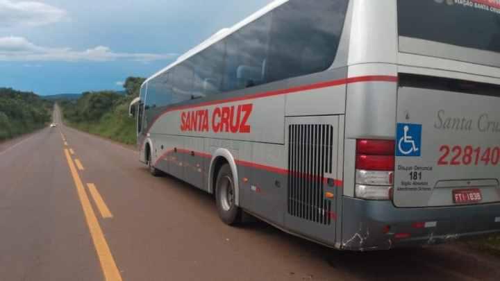 Acidente entre carro e ônibus da Viação Santa Cruz chama atenção na MG-265,  próximo ao trevo de Ilicínea