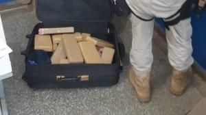 MS: PRF apreende 22.5 kg de maconha com passageira de ônibus de viagem em Itaquiraí