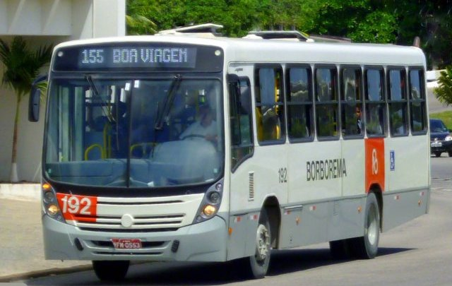 Montagem de palco no Cais da Alfândega muda itinerário de ônibus no Recife Antigo