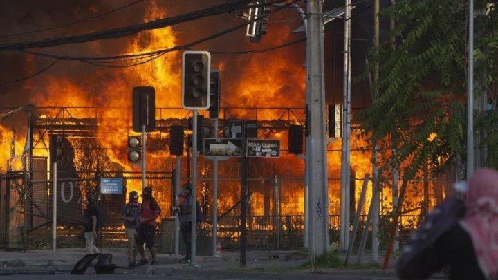 Chile registra noite mais violenta do ano após morte de manifestante