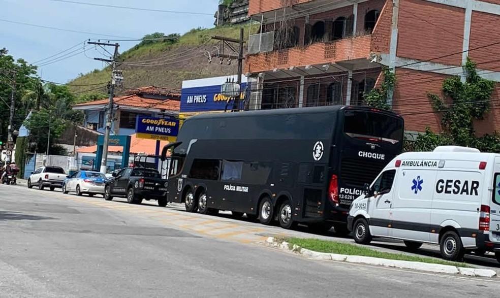 RJ: PM utiliza ônibus DD do Batalhão de Choque na implantação de UPPs em Angra dos Reis