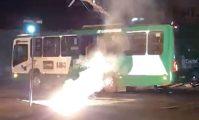 Acidente com ônibus deixa bairro de Cuiabá sem energia