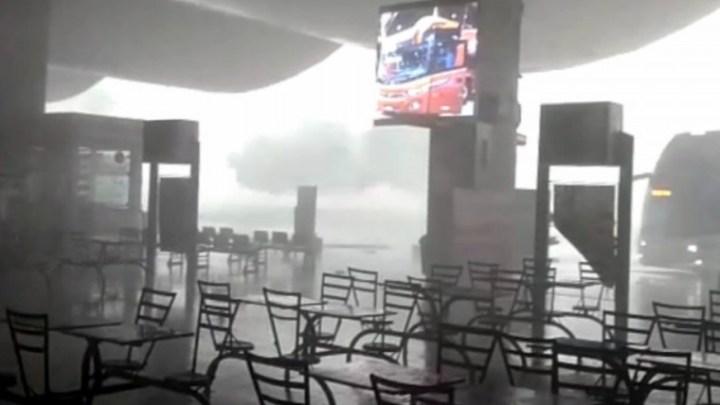 Chuva e vento invade a Rodoviária de Palmas nesta segunda-feira