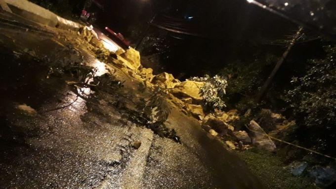 RJ: Em Petrópolis 13 linhas de ônibus estão com a operação comprometida por conta da chuva