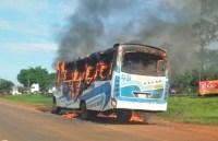 Micro-ônibus pega fogo em Ciudad el Este