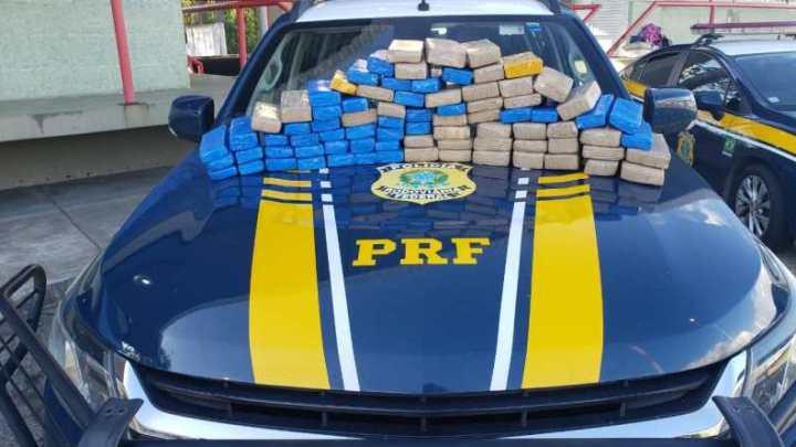 PRF apreende 50 Kg de maconha durante abordagem a ônibus em Vitória da Conquista