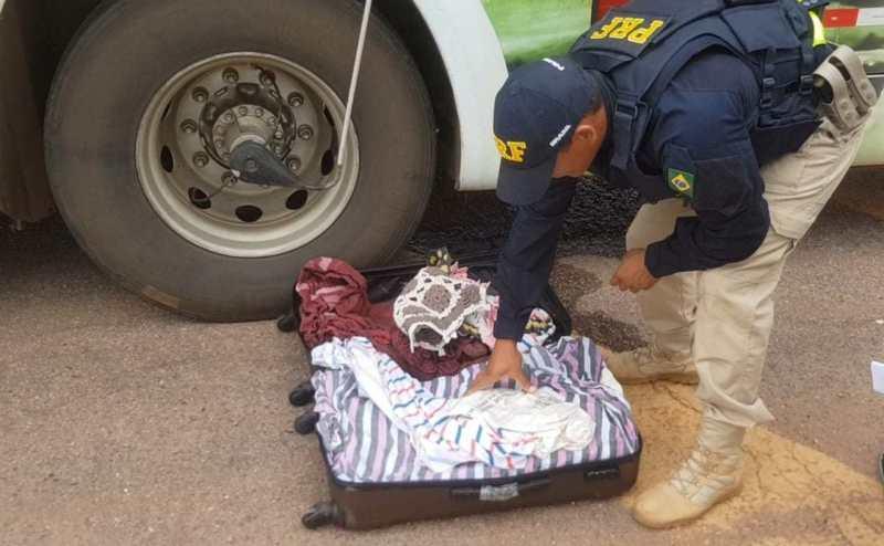 PRF apreende 42 kg maconha com passageiros de ônibus de viagem na BR-163