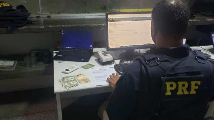 SE: Agentes da PRF detém passageiro de ônibus com mandado de prisão em aberto na BR-101