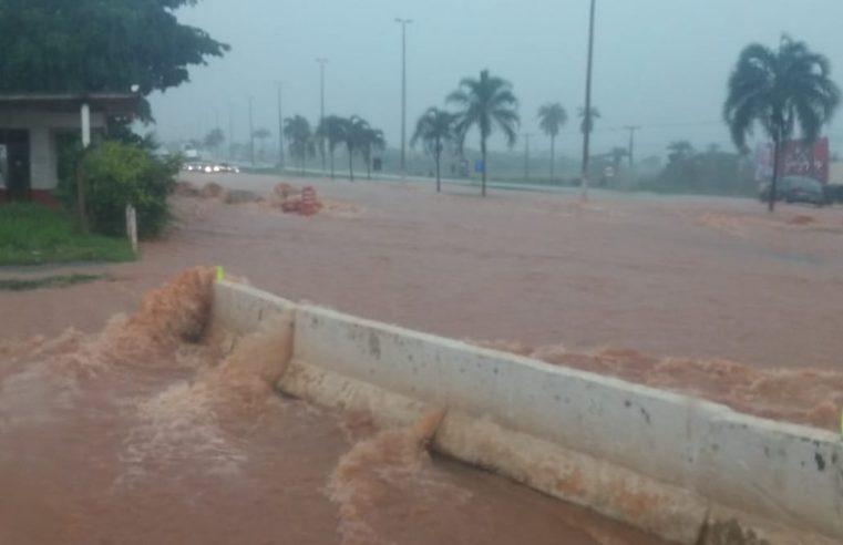 GO: Chuva acaba interditando a BR-040 no Entorno do Distrito Federal