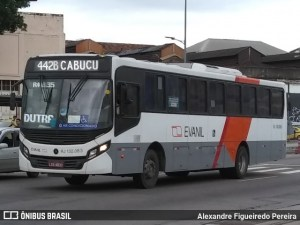RJ: PM prende homem que tentava assaltar ônibus na manhã desta segunda-feira em Nova Iguaçu