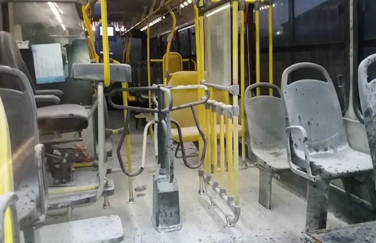 Bandidos incendiam ônibus durante a madrugada em Fortaleza