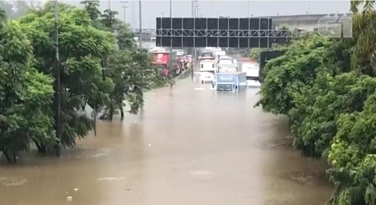 Chuva atinge São Paulo e causa alagamentos em vários pontos da cidade