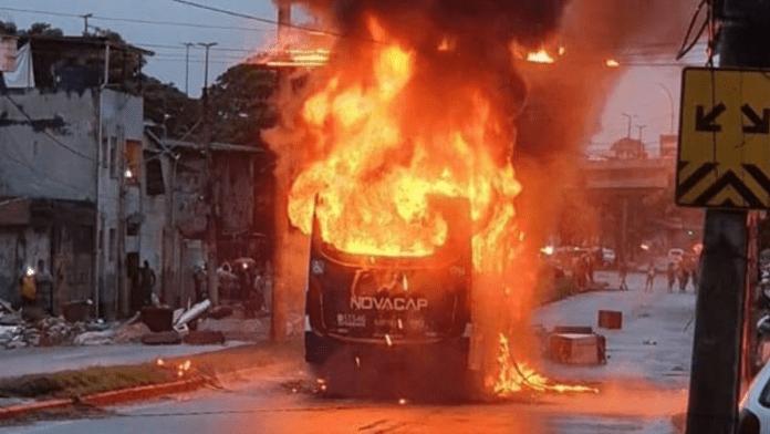 Ônibus da Viação Novacap é incendiado na Zona Oeste do Rio de Janeiro