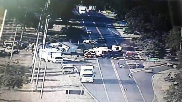 Acidente entre caminhão e ônibus deixa 26 feridos na BR-153
