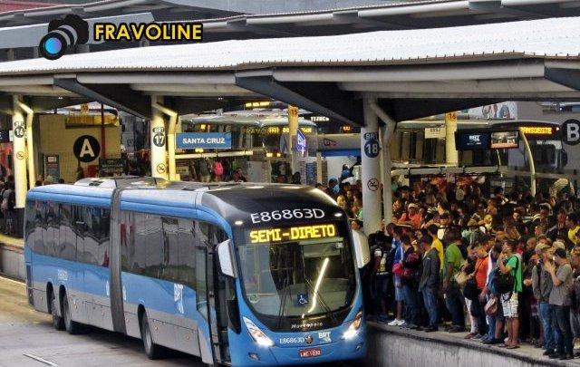 Prefeitura do Rio anuncia que ônibus comuns serão usados para evitar superlotação no BRT Transoeste