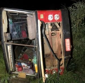 MG: Ônibus tomba e deixa 40 feridos na zona rural de Boa Esperança