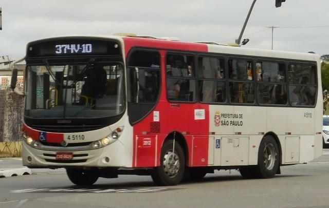 Prefeito de São Paulo busca contratar empresa para limpeza dos ônibus com álcool em gel