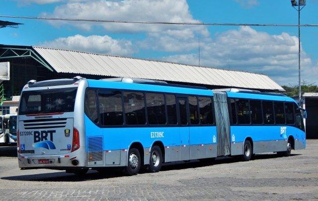 Ônibus seguem lotados no Rio de Janeiro durante o isolamento social. Falta fiscalização