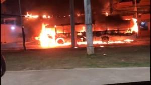 Ônibus é incendiado por bandidos no bairro de Ondina em Salvador