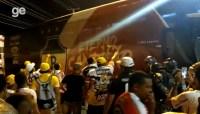 Ônibus do River é cercado pela torcida que fez protesto em Teresina