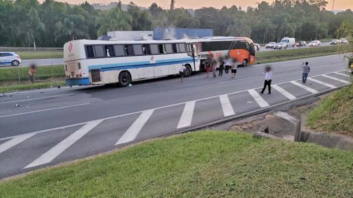 SP: Acidente com ônibus interdita a Rodovia Castelo Branco