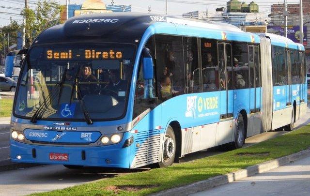 BRT Rio segue circulando com passageiros em pé e filas na Zona Oeste da cidade