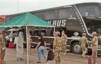 MS: Brasileiros repatriados da Bolívia chegam de ônibus em Corumbá