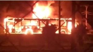 SP: Dois ônibus foram incendiados durante protesto em Ubatuba