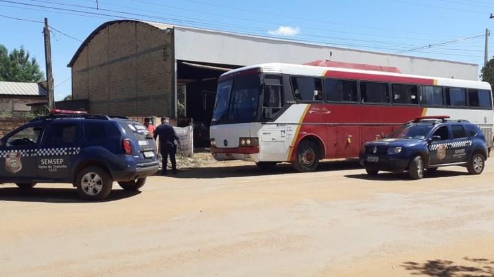 MT: Ônibus clandestino é apreendido com 40 passageiros sem máscaras de proteção