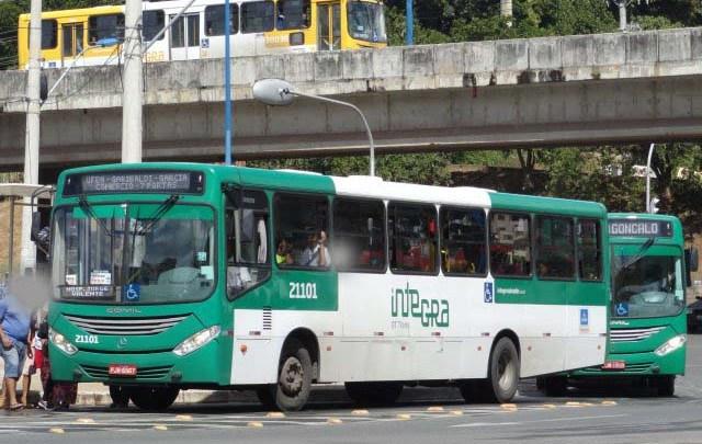 Passageiro acaba detido pela Polícia ao tentar entrar em ônibus sem máscara em Salvador