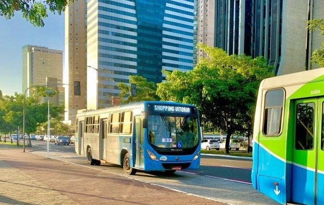 Vitória: Rodoviários realizam protesto por falta de cobradores em ônibus