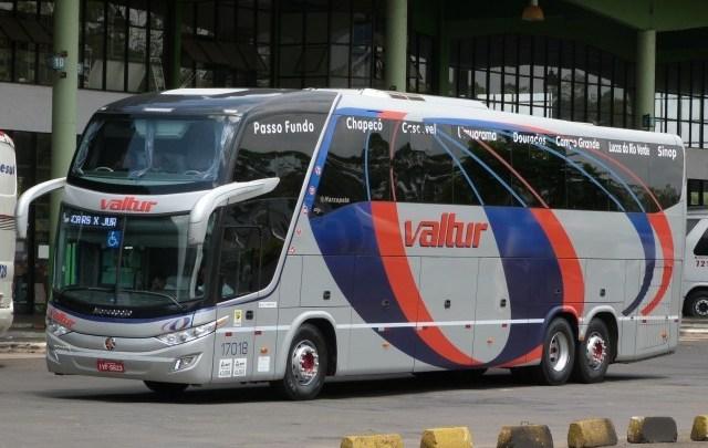 SC: Ônibus na Valtur Turismo é interceptado e motorista vai parar na delegacia de Chapecó