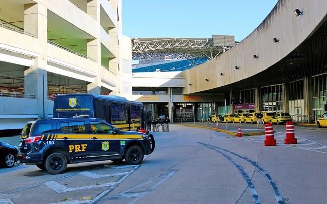 Rio: PRF escolta grupo com mais de 40 brasileiros repatriados do Chile