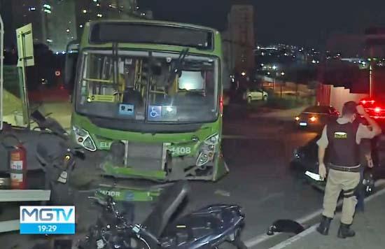 Grande BH: Acidente envolvendo caminhão, ônibus e quatros veículos deixa sete feridos