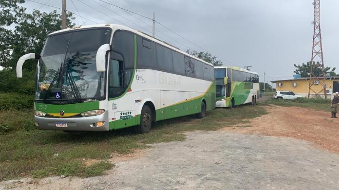 Polícia Militar intercepta e apreende dois ônibus piratas no Sul da Bahia nesta sexta-feira