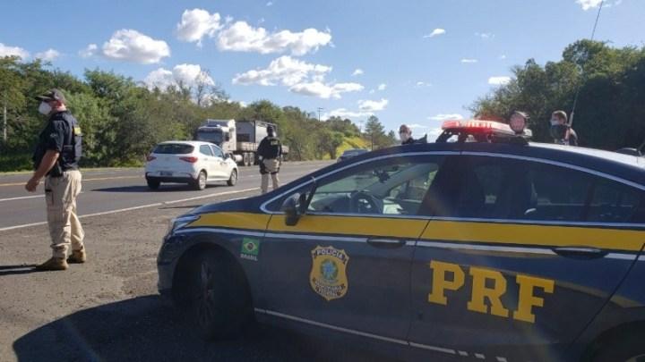 RS: PRF prende homem que se masturbava dentro de ônibus na BR-101