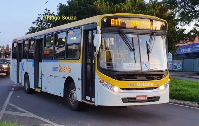 Aparecida de Goiânia: Terminais de ônibus seguem lotados nesta manhã