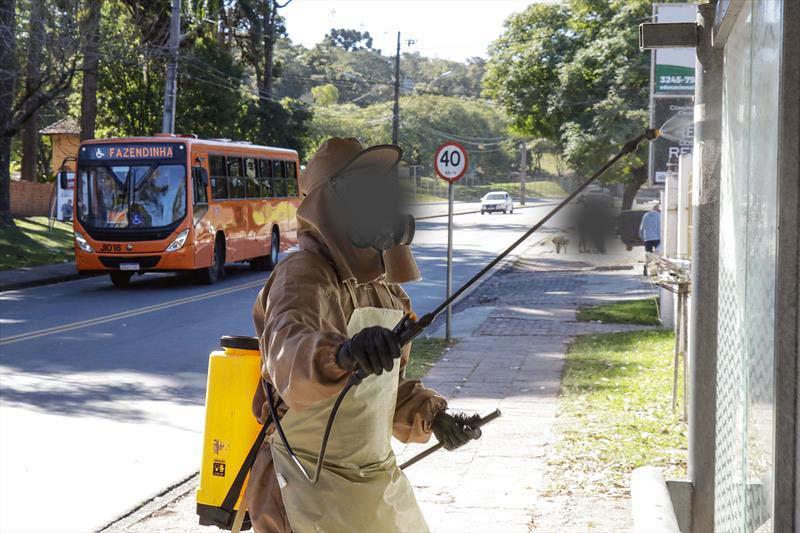 Curitiba: Urbs faz sanitização de pontos de ônibus