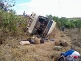 PR: Ônibus que transportava trabalhadores rurais tomba deixando mais de 40 feridos