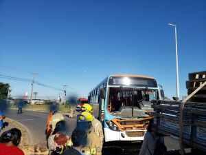 DF: Acidente entre ônibus e caminhão deixou sete feridos nesta manhã na BR-020
