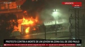 Vídeo: Ônibus são incendiados durante protesto na Zona Sul de São Paulo