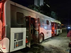 Homem incendia ônibus em frente ao Palácio do Planalto