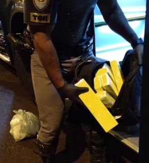 SP: Polícia Rodoviária prende passageira de ônibus com entorpecentes na Rodovia Raposo Tavares