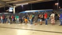 Rio: Terminal Alvorada registrou filas enormes e Superlotação no BRT na noite desta quarta-feira