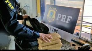 Vídeo: PRF apreende entorpecentes em ônibus rodoviário na BR-153 em Itumbiara